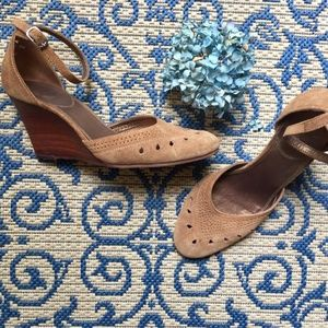 WHITE MOUNTAIN Cocoa-Brown Strappy Suede Wedges